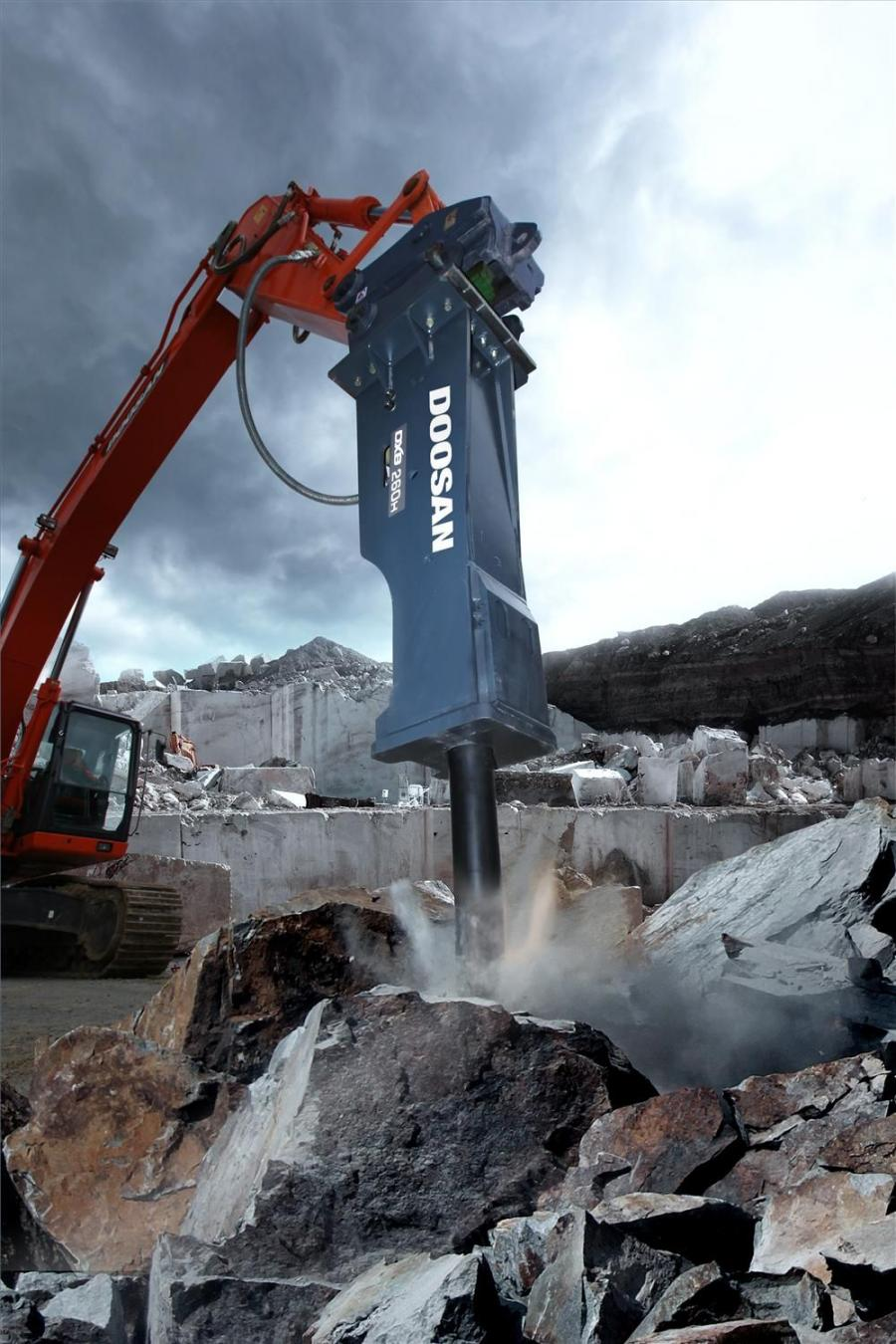 Delivering up to 600 blows per minute, the 5,400-lb. (2,500 kg) DXB260H is designed for use with excavators in the 30 to 41 ton (27 to 37 t) weight range, specifically the Doosan DX300LC and DX350LC.