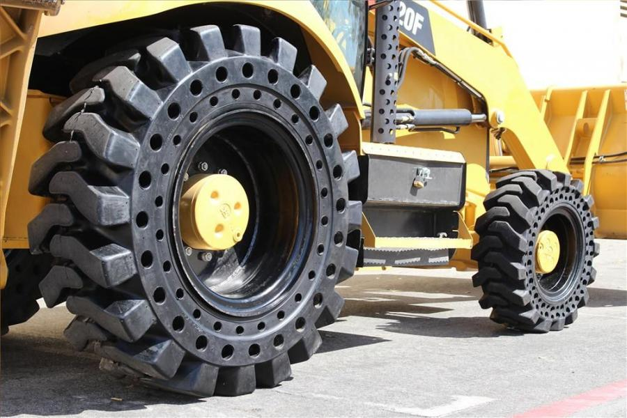 Two Nu-Air versions are available for backhoes. The Dirt Terrain (DT) tire excels in off-road applications where aggressive traction and high stability are important. Their deep tread lugs ensure a solid grip on sand, rocks or deep mud. The All Terrain (A