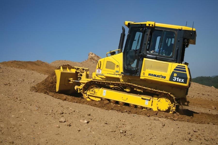 The D31-22 steering system provides smooth agile movement when dozing, even in gradual turns, permitting the operator to approach dozing objects accurately in corner grading and sidewall operations.