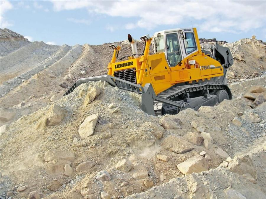 The D 9508 422-hp (310 kW) Liebherr V8 diesel engine drives the crawler by means of four variable displacement pumps and engines each in a closed circuit.