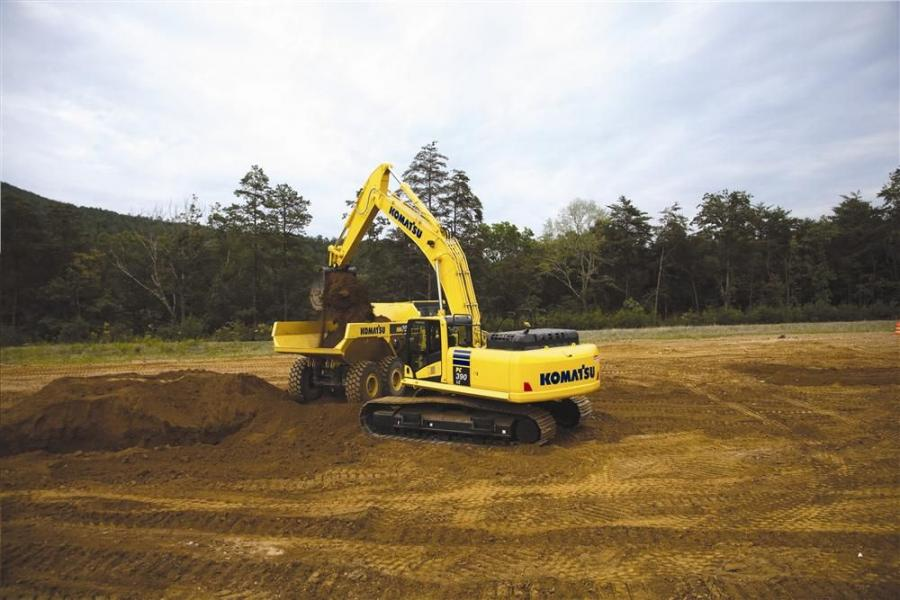 With a flywheel horsepower of 257 hp (192 kW), the Komatsu PC390LC-10 is powered by a Komatsu SAA6D114E-5 engine and is EPA Tier IV Interim and EU Stage 3B emissions certified.