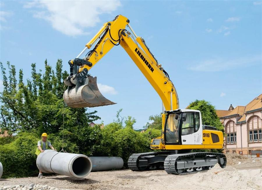 Liebherr's R 916 advanced litronic has a four-cylinder diesel engine with an output of 157 hp (115 kW).