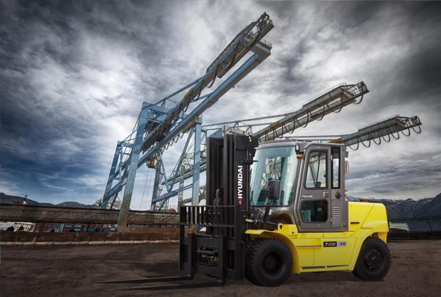 The 22,013 lb.(9,985 kg) 70D-7A model boasts a 107 hp (79 kW) Interim Tier IV Kubota V3800 engine, an extended mast height of 168.3 in.(427 cm) and a rated load capacity of 15,432 lbs. (7,000 kg).