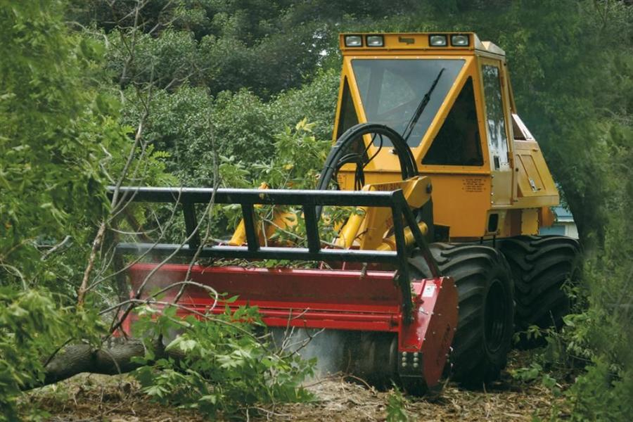Available in both wheeled and track configuations, the Geo-Boy has the ability to lift the cutter head approximately 11 ft. (3.3 m) high and can quickly and effectively clear brush and trees up to 12 in. (30.5 cm) in diameter.