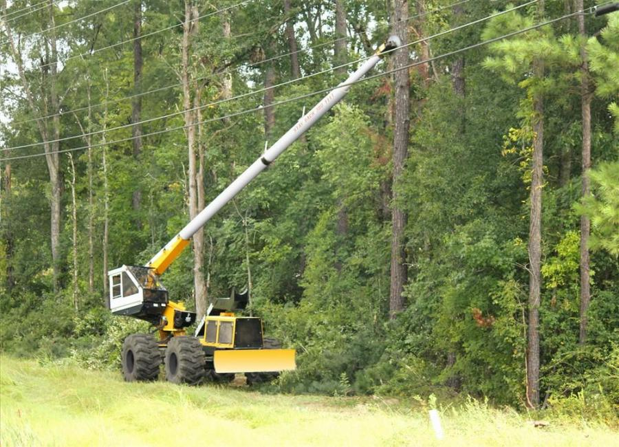 The Jarraff all-terrain tree trimmer provides ROW maintenance contractors a dynamic field of operation, offering a 360-degree range of motion, 40-degree lateral tilt and 75 ft. (22.9 m) cutting height.