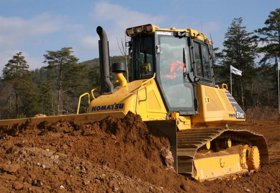 Due to its fully automatic blade control, the D61i-23 dozer can perform not only finish grading but also rough dozing.