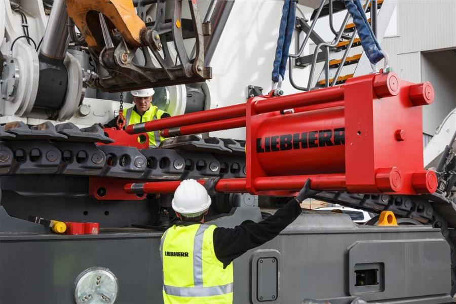 With the new jacking system, Liebherr delivers a cost-efficient solution to lift the excavator uppercarriage for easy swing ring maintenance or replacement.
