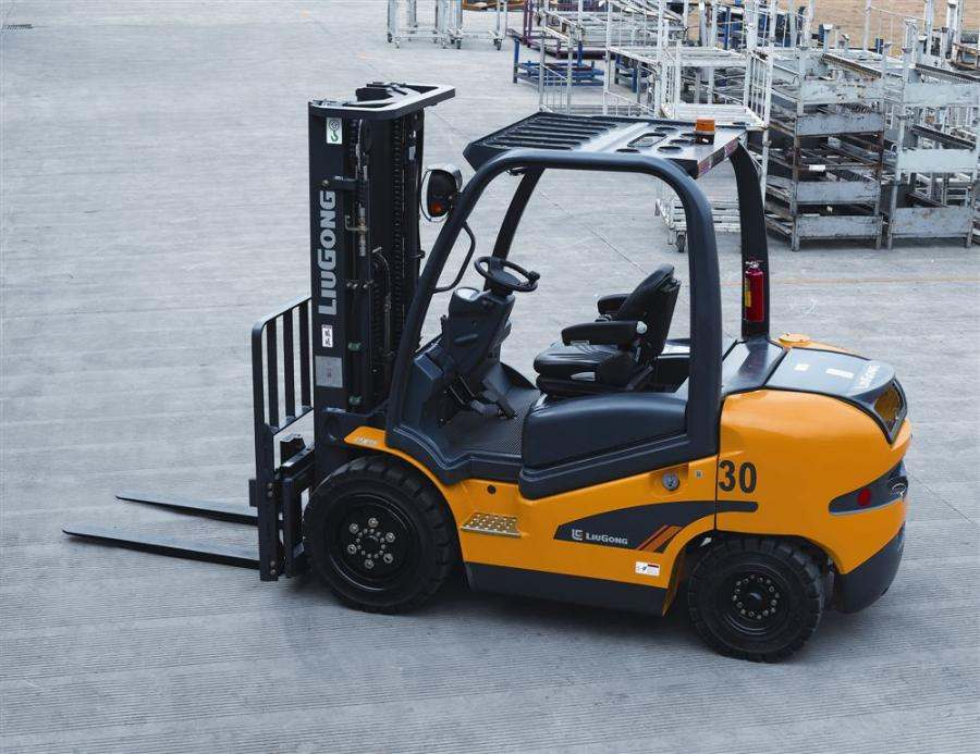 The 2030P-D3 Tier III Yanmar diesel is well-suited for applications in outdoor storage yards, such as lumber, pipe, concrete and for general rental applications lifting up to 3 tons (2.7 t).