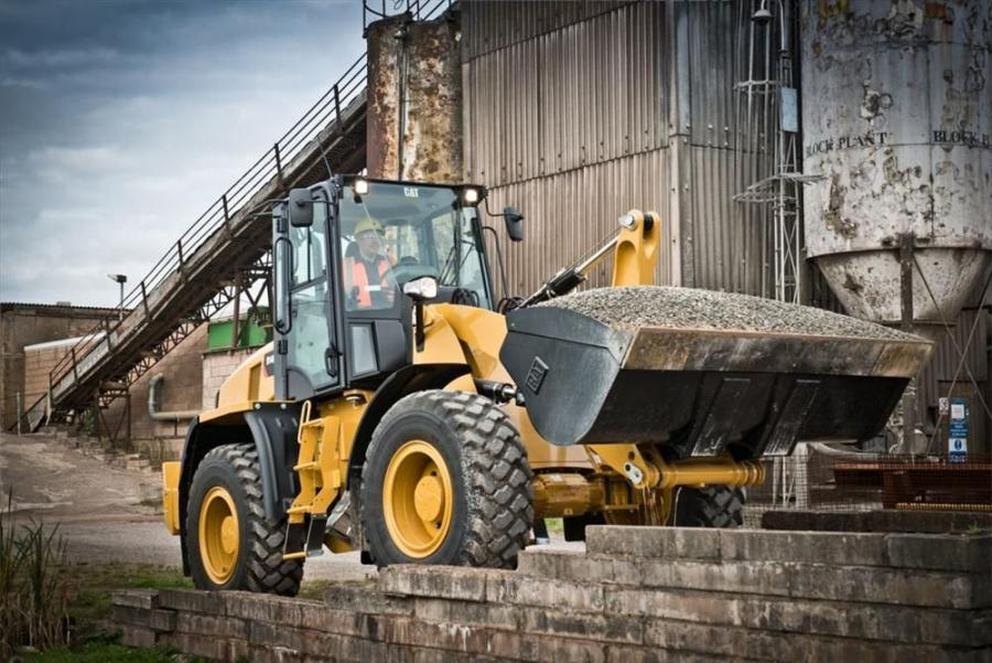 Cat 910K and 914K feature Caterpillar's Optimized Z-bar loader linkage, allowing these new models to work with the digging power of conventional Z-bar machines, while also providing the parallel-lift of an integrated tool carrier.
