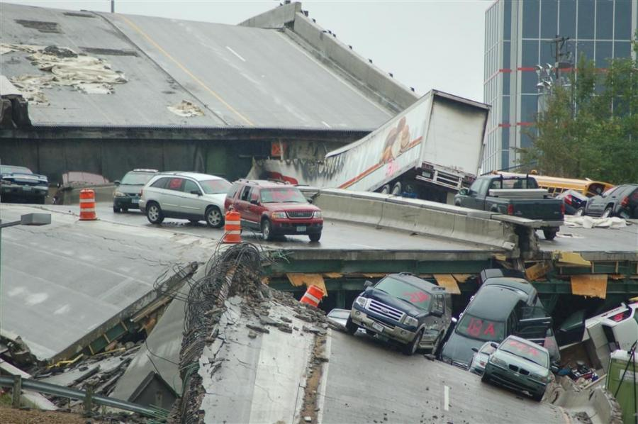 Cars that were on the bridge when it collapsed on August 1, 2007 remained amid the wreckage for a time as they were numbered as part of the investigation into the disaster.