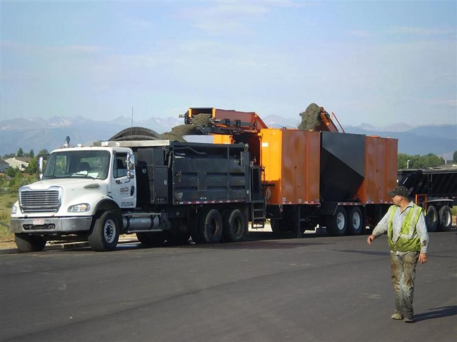 Standard trucks bring aggregate and emulsion directly from the supplier and load the Mobile stockpile, which is located on the job site.