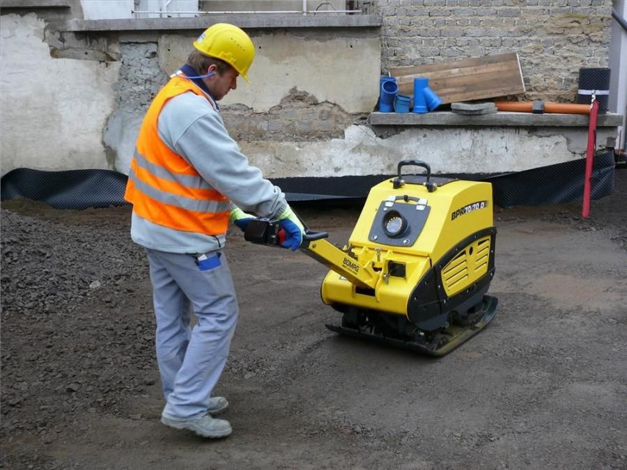 Whereas standard compactors rely on spot-checking with quality control devices to achieve proper material densities, the Economizer uses an acceleration sensor to measure the stiffness of the target material across the entire compacted area.