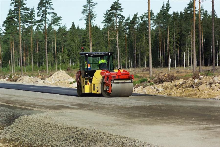 Dynapac CC rollers are engineered to compact any type of asphalt mix. They feature high frequency/low amplitude for thin layers and high amplitude for thick layers.
