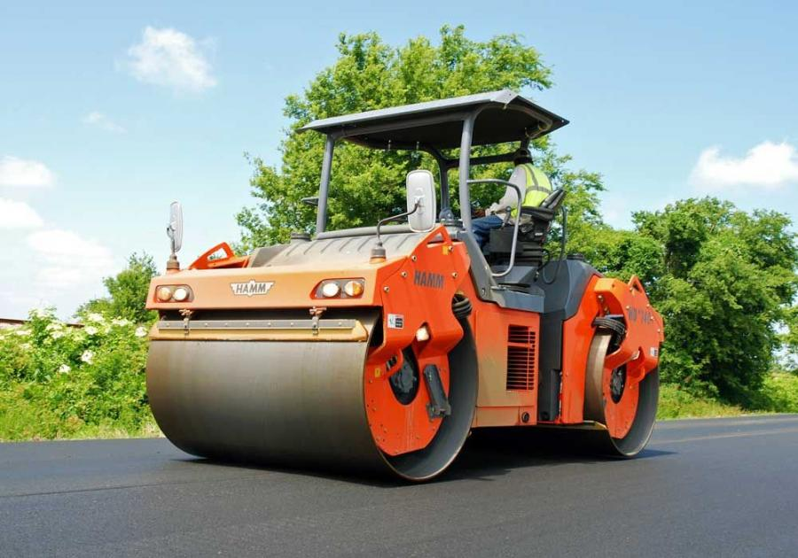 The HD+ 120 and HD+ 140 rollers are articulated tandem rollers, with respective operating weights of 13.8 and 14.5 tons (12.5 and 13 t), and respective drum widths of 78 and 84 in. (198 and 213 cm).