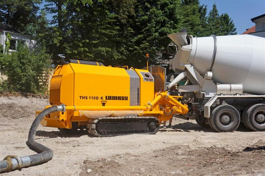 A typical application for crawler concrete pump is the supply of concrete to drilling equipment for bored piling foundations.