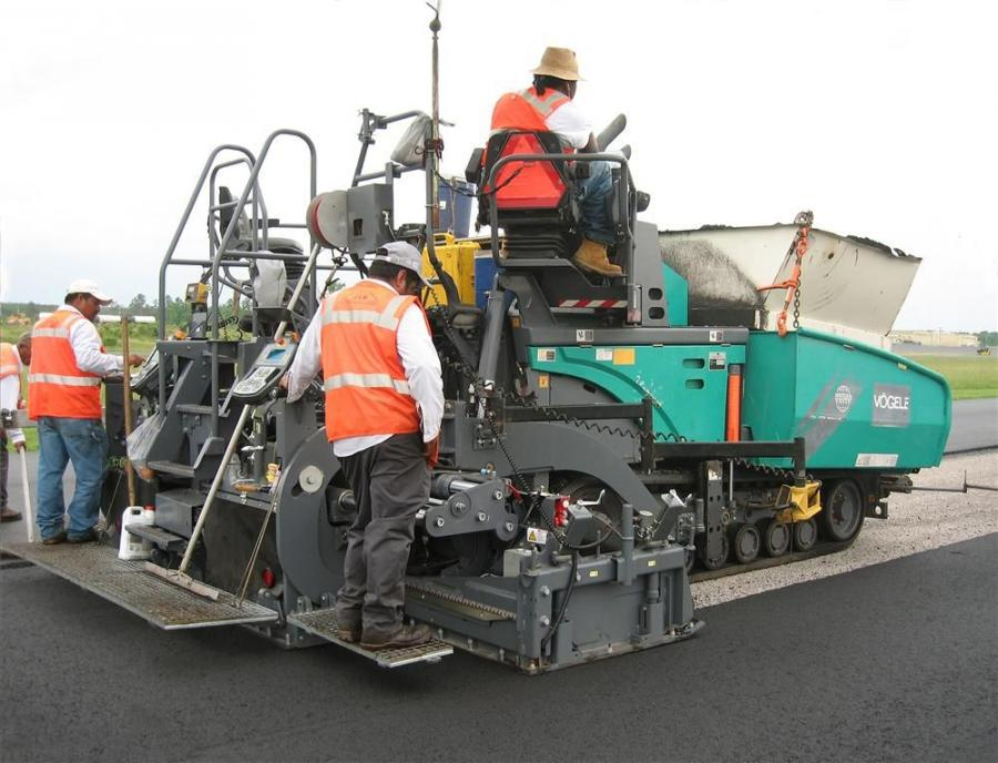 The VF 500 is the 8-ft. (2.4 m) version of the 10-ft. (3 m) VF 600 screed, introduced as the VF 600-2 at World of Asphalt 2012.