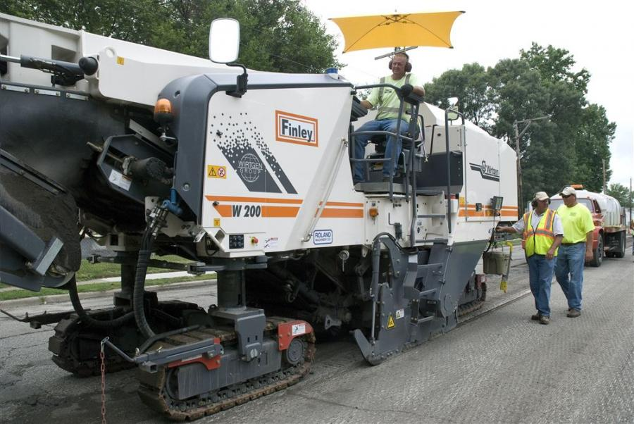 The W 200 can be equipped with milling drum assemblies of 59 in. (1.5 m), 79 in. (2.0 m), or 87 in. (2.2 m) working width.