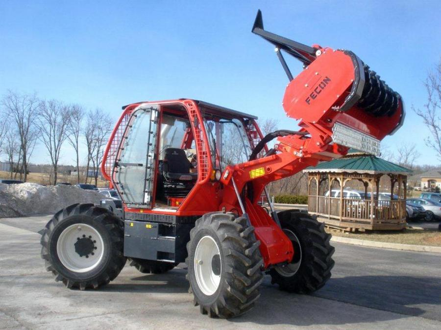 A center mounted engine and hydraulic drive train give the RT230 a very low center of gravity and even balance.