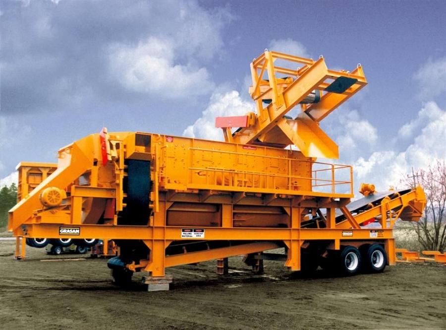 The Grasan 620HD-H road-portable 6X20 triple-deck horizontal screen plant has a three-shaft, between-deck drive unit; side discharge conveyor; under-screen fines conveyors; extra heavy-duty frame and walkways on three sides.