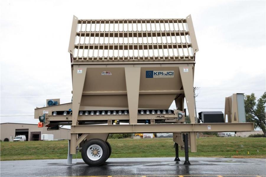 Built with scissors action grizzly fingers designed to minimize wedging of materials, the portable hopper feeder is ideal for loader feeding material to screening, crushing and washing plants.