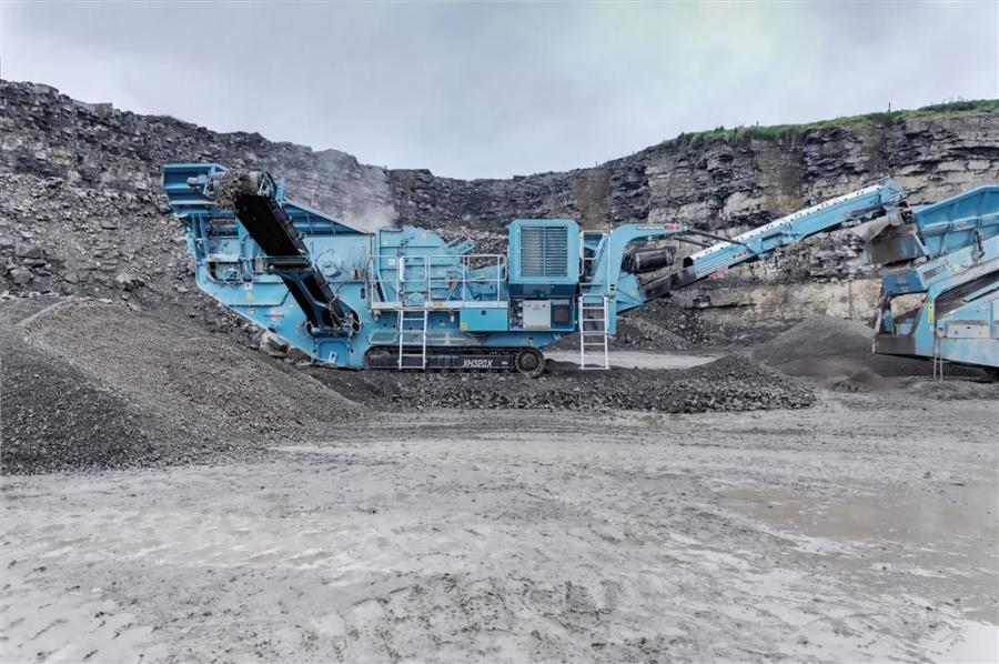The XH320X has a full length product conveyor, which is ideal for quarry applications with optional under pan feeder for recycled applications where steel may be in the material.
