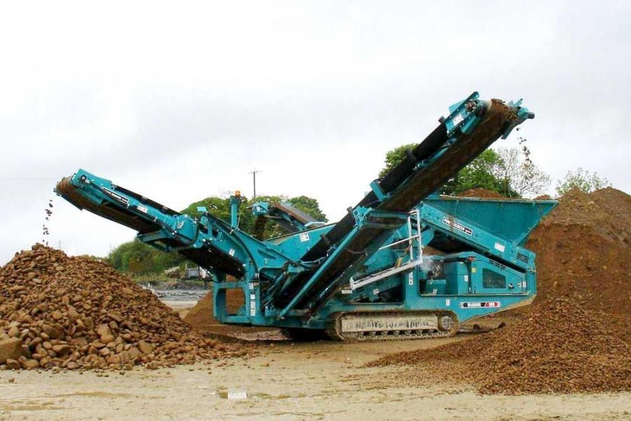 The Warrior 800 is the latest addition to the Powerscreen range of heavy duty screening machines.