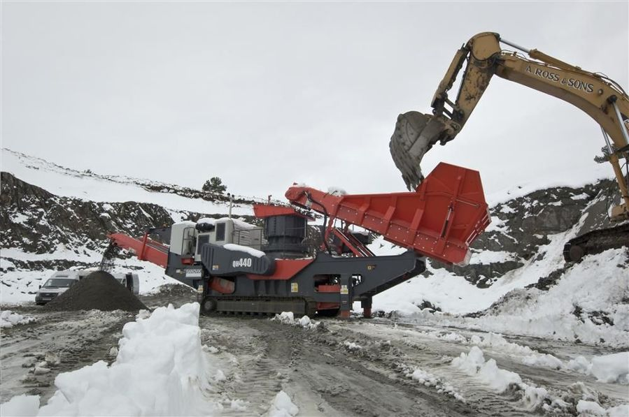 Sandvik expanded its mobile crushing range with the QH440 track mounted cone crusher.