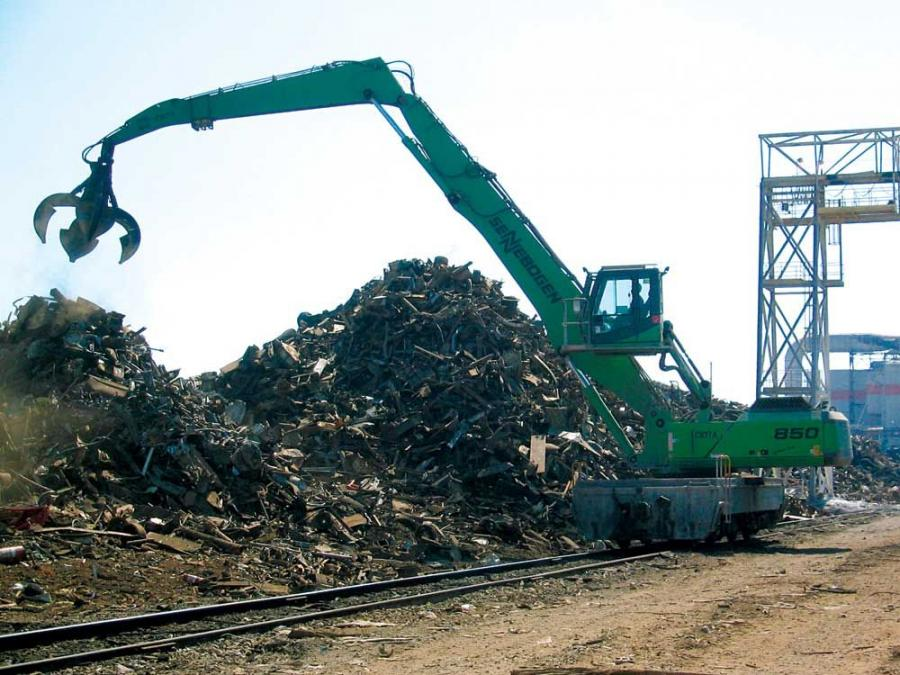 Sennebogen 850 special locomotive crane with its long reach works the pile.