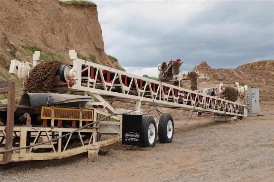 The three-in-one conveyor system is available in lengths of 60, 70 and 80-ft. (18, 21 and 24 m) for up to 240-ft. of conveyor length in one load.