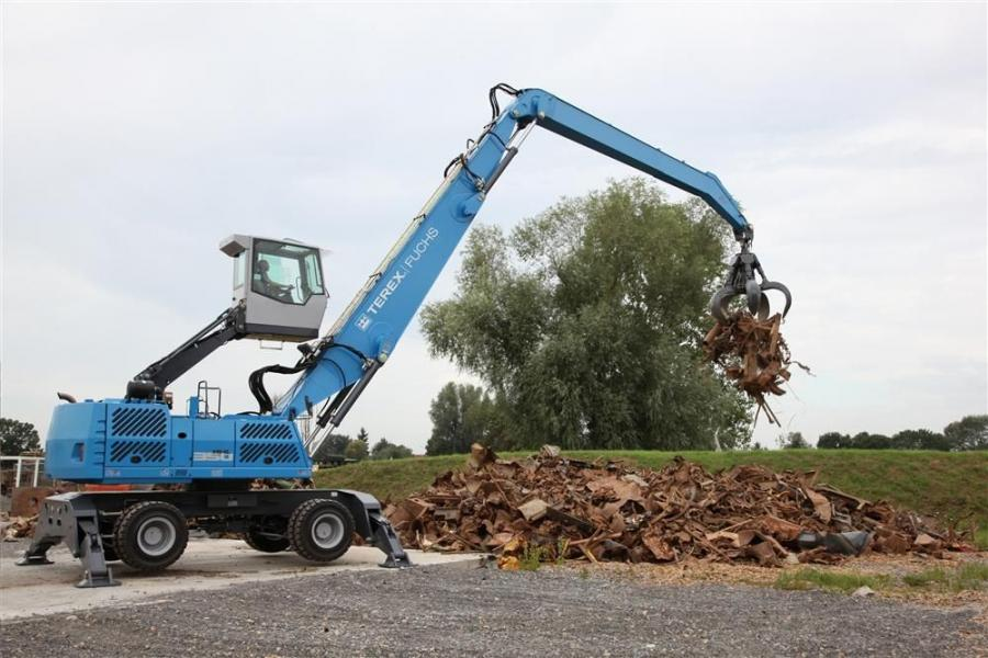 The Terex Fuchs E Series material handlers feature an exhaust gas recirculation (EGR) system, diesel oxidation catalyst (DOC) and diesel particulate filter (DPF).