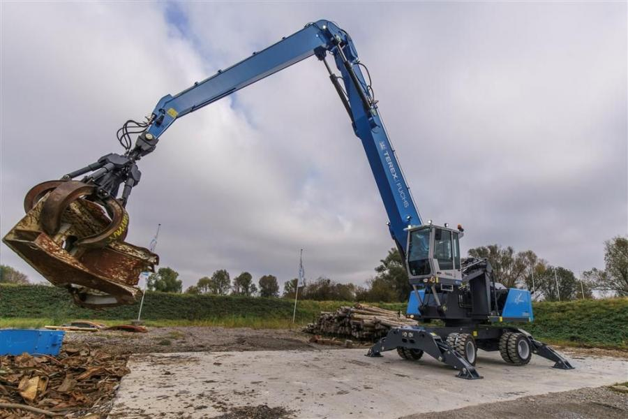 With different boom and stick configurations to customize machine reach to job site demands, the MHL360 F Series handlers can pick material from up to a 59-ft. (18 m) radius around the machine.