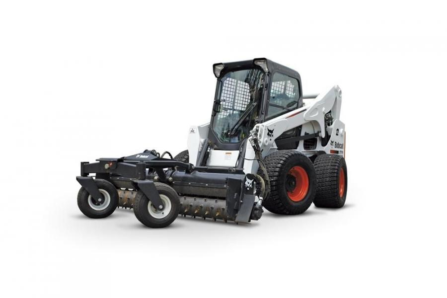 The Bobcat A770 which offers both all-wheel steer and skid-steer drive options by simply pressing a switch — has a vertical lift path and a 3,325 lb. (1,508 kg) rated operating capacity (ROC).