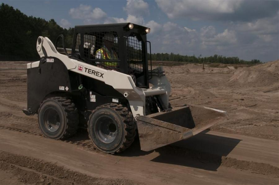 The TSV-90 loader boasts an operating weight of 9,430 lb. (4,277 kg), a tipping load capacity of 6,750 lb. (3,062 kg) and a bucket breakout force of 5,820 lb.