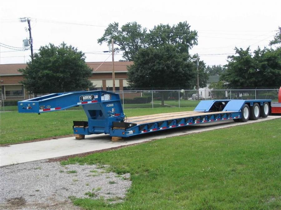 Rogers 55-ton (50 t)capacity Ultima Trailer features a 20 in. (51 cm) loaded deck height. (Some optional equipment shown).