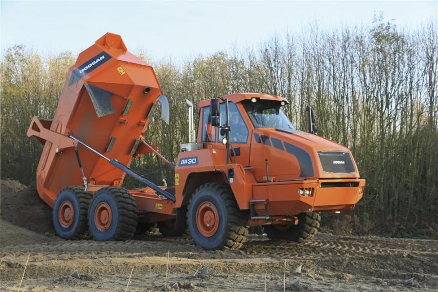The sloping design of the DA30 enhances the stability of the machine due to its low center of gravity and allows fast and easy dumping, even in the most demanding conditions.