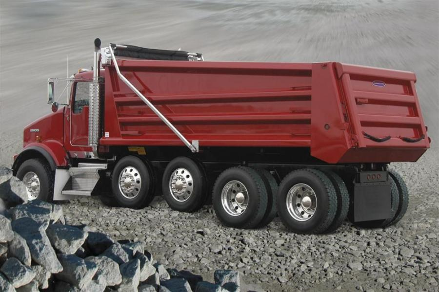 The DuraClass HPT-316 also features fully enclosed front corner posts and is available in lengths from 14- to 18-ft. (4.2 to 5.5 m). Greasable rear hinges have the widest bearing surface and largest pin diameter in the industry. Numerous options also are