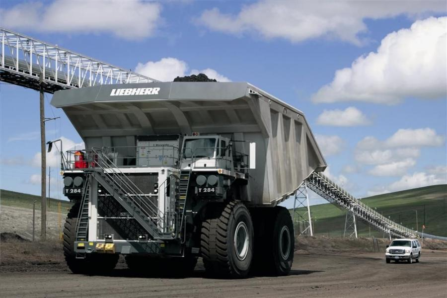 The T 284 supports engine options with power ratings up to 4,023 hp (3,000 kW). With application-specific recommendations from Liebherr, customers are able to select the engine that will allow the truck to meet productivity targets while minimizing fuel c