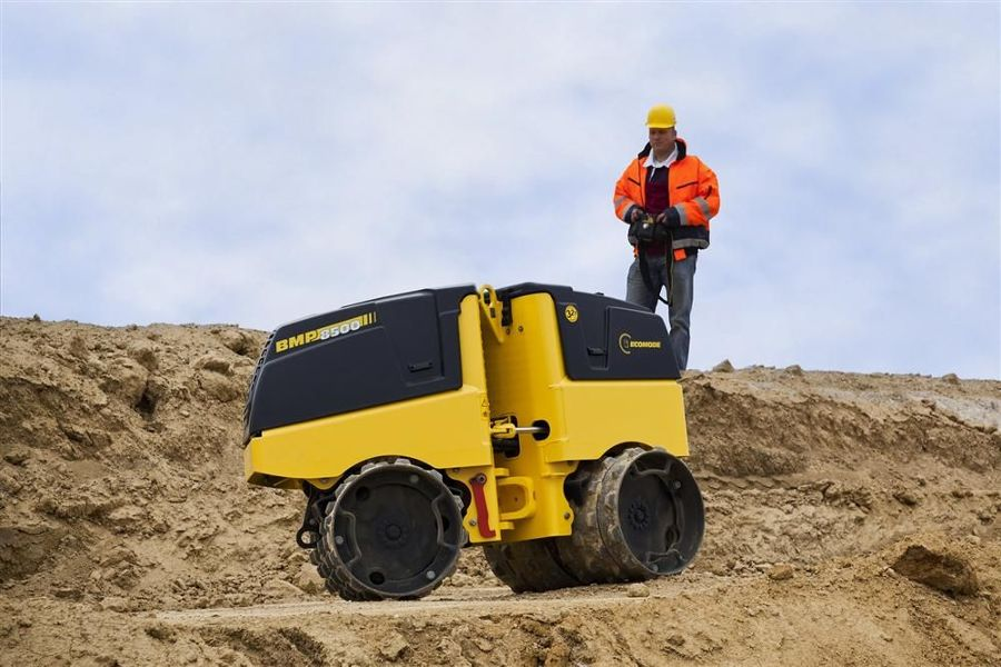Bomag's BMP8500 articulated multi-purpose compactor offers versatile operation for compaction of cohesive, semi-cohesive and non-cohesive soil types in applications such as trenches and foundations.