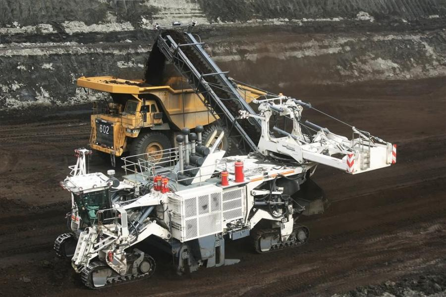 The 4200 SM is a 200-plus-ton surface miner that stands nearly 22 ft. (6.7 m) tall excluding conveyor and cuts more than 13.5 ft. (4 m) wide.