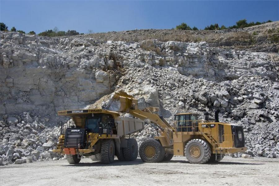 Designed as an optimum loading tool for Cat construction and mining trucks, the 988K features redesigned loader linkage, worldwide engine configurations, drive train modifications, redesigned cab and enhancements in safety and serviceability.