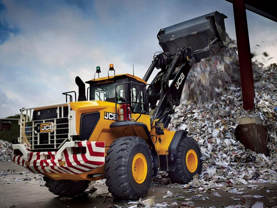 The 457 is the first large JCB wheel loader to meet Tier IV Final emissions standards, with the adoption of a powerful MTU diesel engine that is perfectly matched to the machine's operating duties.