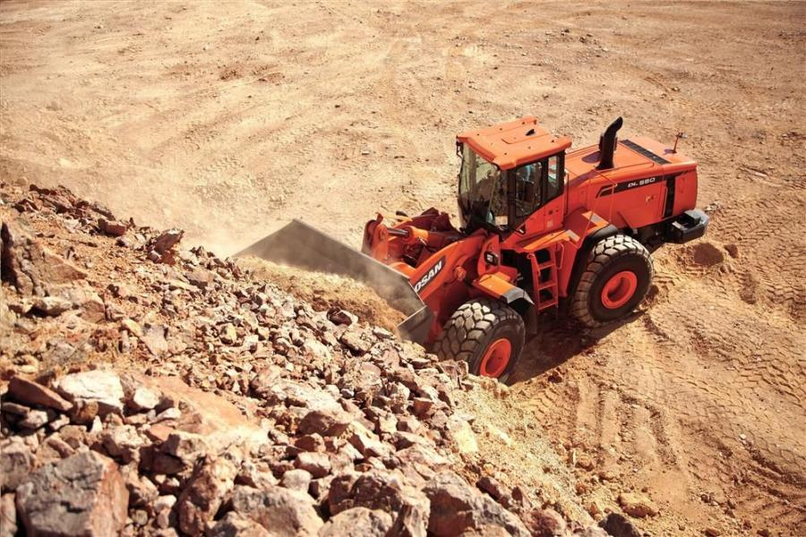 The DL550 is the largest wheel loader in the Doosan line. With an operating weight of 69,655 lbs. (31,595 kg), breakout force of 58,450 lbs. and a full-turn tipping capacity of 48,061 lbs. (21,800 kg), the DL550 is designed for larger material handling ap