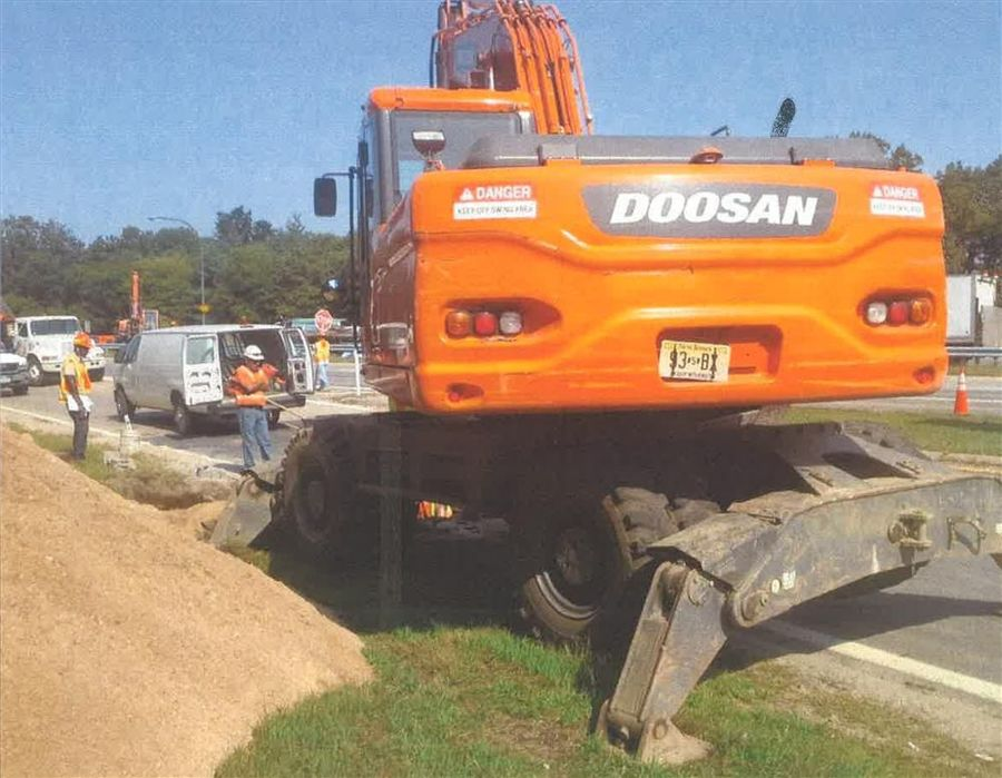 Hoffman Equipment supplied Doosan model DX210W wheeled excavators work on a parkway drainage project in Bay Shore, Long Island, N.Y., under state contract. The contractor is J. Anthony Enterprises Inc., from Bohemia, N.Y.