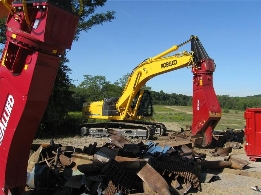 A Kobelco SK350 excavator equipped with an Allied Construction Products AMS 50R shear makes short work of a pile of metal scrap.