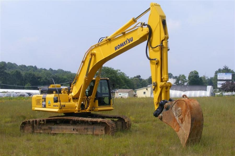 This Komatsu PC400LC A hydraulic excavator was ready to go home with a new owner.