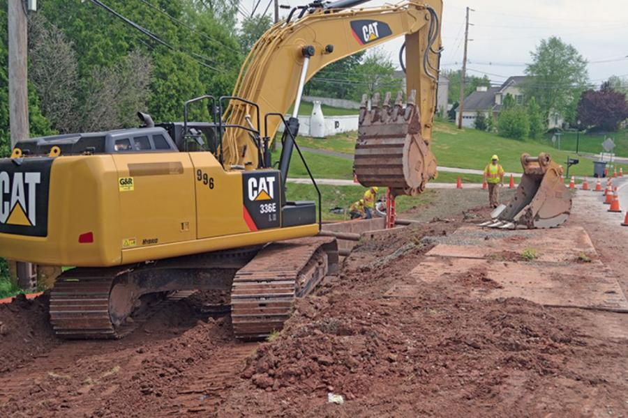 An SI pipe crew prepares a trench at Washington Square, a 32.5-acre residential project featuring 13 single-family homes and 31 townhouses in Chester County.