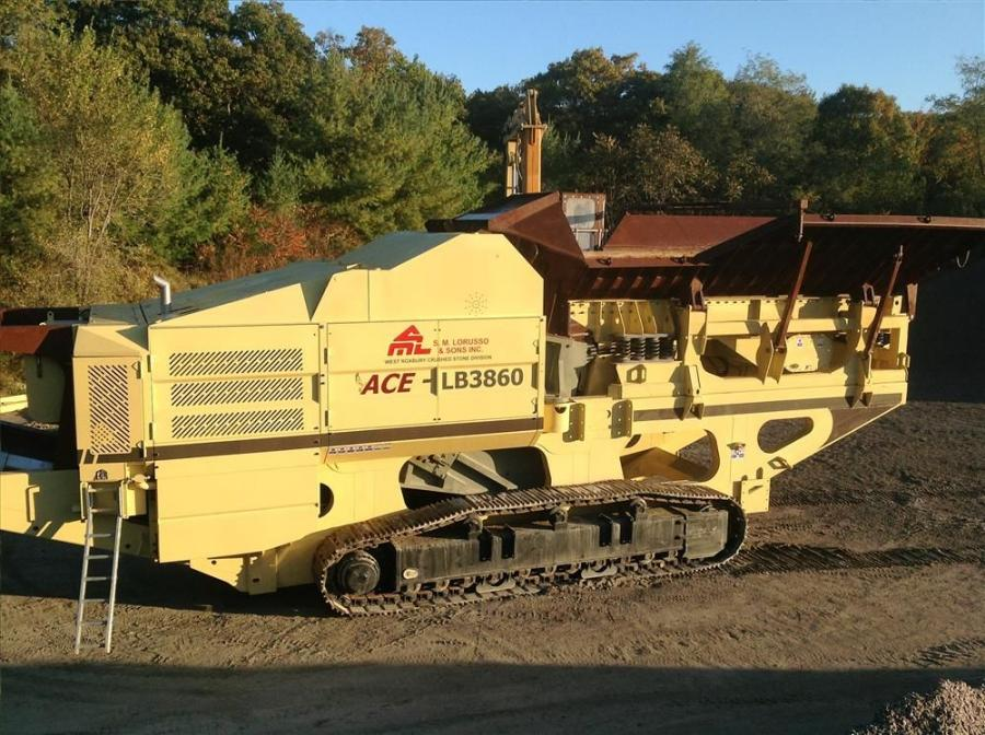 The LB3860, which weighs 275,000 lb. (124,738 kg), can process more than 1,000 tons (907 t) of material an hour.