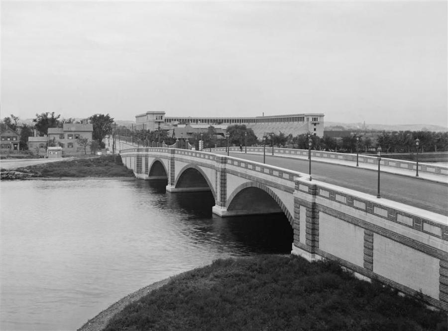 The Anderson Memorial Bridge in the 1910's. Photo courtesy of the Library of Congress.