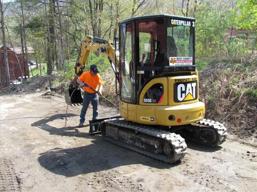 Donnie Rowell gives a Cat mini-excavator a top-to-bottom cleaning.