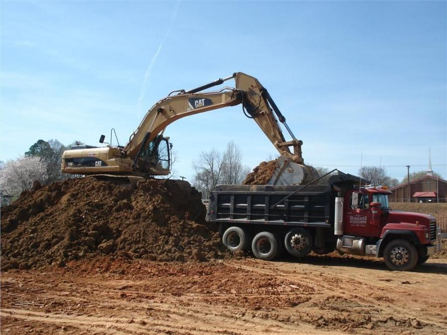 Crews use this Cat 330DL excavator at the Woodfield Noda project in Charlotte.